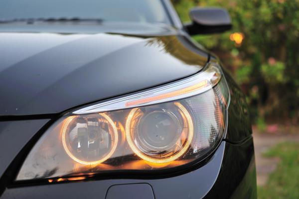 เคล็ดลับดูแลไฟหน้ารถให้ไสปริ๊งอยู่เสมอ