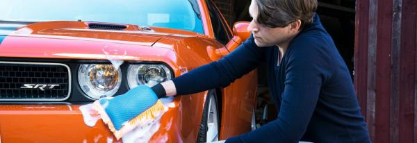 เมื่อไฟหน้ารถมีคราบสกปรกจากฝุ่น โคลน อย่าใช้ผ้าแห้งหรือน้ำยาที่มีส่วนผสมของแอลกอฮอล์เช็ดไฟหน้า