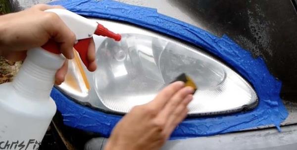 นำกระดาษทรายเบอร์ 2000  จุ่มน้ำและนำมาขัดเพื่อลบรอยต่างๆ ให้เรียบยิ่งขึ้น