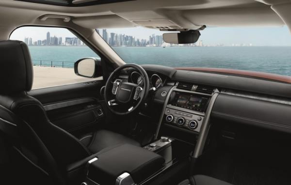 ภายในห้องโดยสารของ Land Rover  Discovery 2018