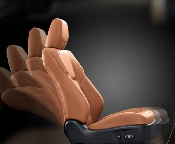 เบาะนั่งคนขับปรับไฟฟ้า 8 ทิศทางเข้าถึงสัมผัสล้ำที่พร้อมตอบทุกความสะดวกสบายที่เป็นคุณ