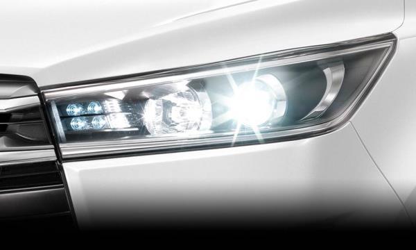 ไฟหน้า  Toyota Innova แบบ LED Projector พร้อม Daytime Running Lights ดีไซน์ล้ำ สะกดทุกสายตา
