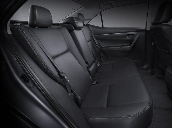 ห้องโดยสารภายใน  Toyota Corolla Altis 2018 ตกแต่งด้วยสีดำ