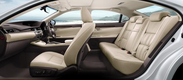 ภายใน All-new Lexus ES 300h