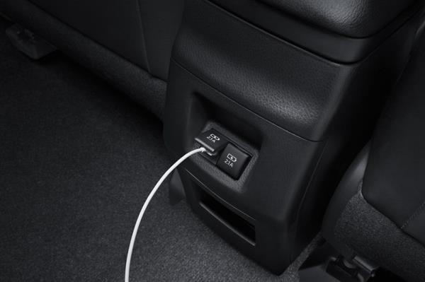 Toyota  Corolla  Altis  รุ่น 1.8V ที่มาพร้อมกับ T-Connect Telematics