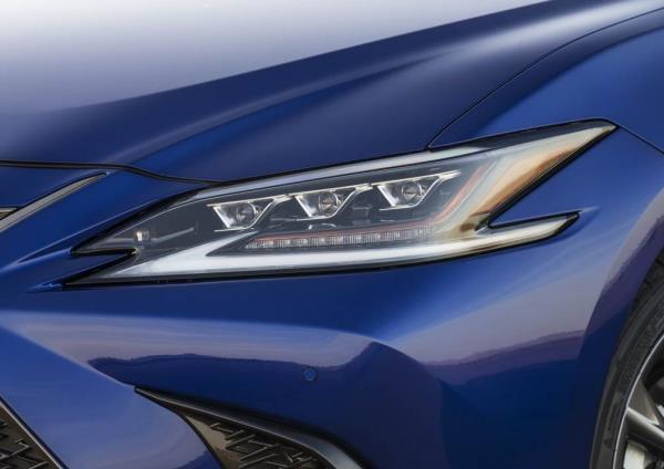 ไฟหน้า Lexus ES F Sport 2019