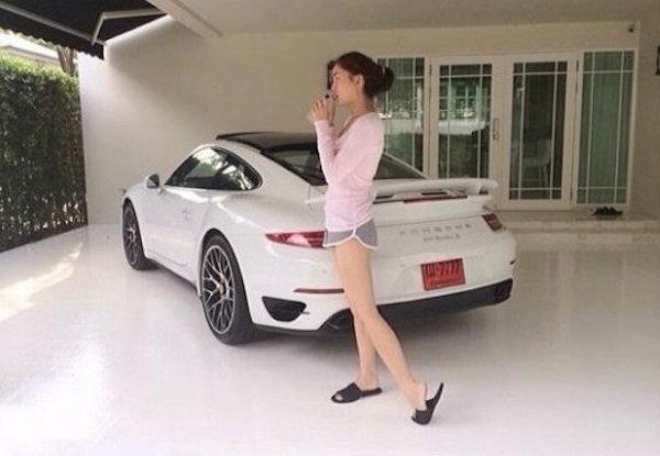 เจนี่ เทียนโพธิ์สุวรรณ กับ 911 Turbo S คันงามของเธอ
