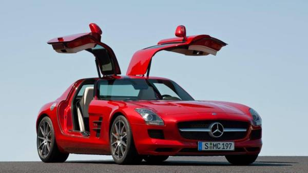 หรูหรา เป็นเอกลักษณ์เฉพาะตัว สไตล์ Mercedes gullwing doors