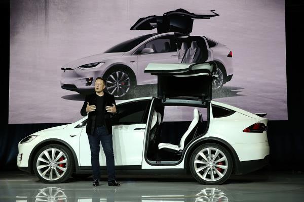 Tesla Falcon Wing Doors    มาพร้อม Concept