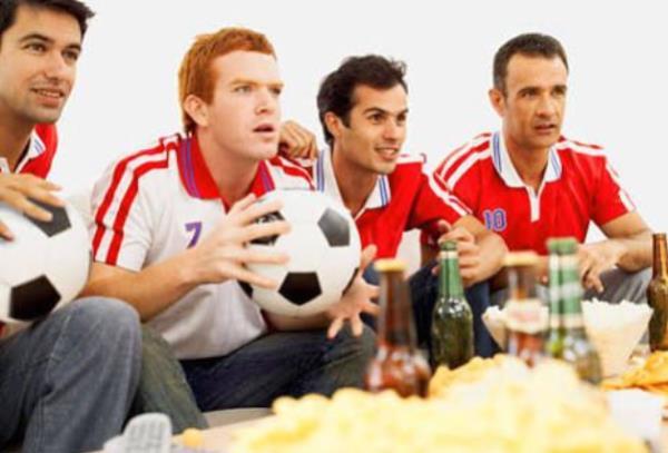 ระหว่างรถยนต์สุดเท่ กับ ฟุตบอลสุดคูล ผู้ชายชอบอะไรมากกว่ากัน ?