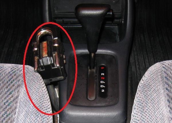 ชุดล็อคเกียร์ ที่มีจำหน่ายตามร้านอุปกรณ์รถยนต์ทั่วไป ป้องกันการถูกโจรกรรมรถได้อย่างมีประสิทธิภาพ
