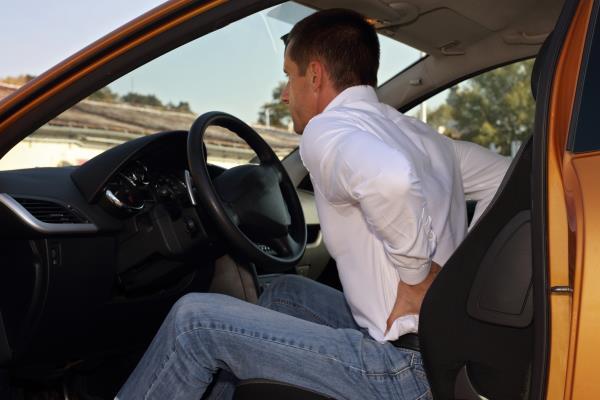 เตือนภัยใกล้ตัวนักขับ! นั่งอยู่บนรถนานๆ จะมีผลกระทบต่อกระดูกสันหลังของคุณ