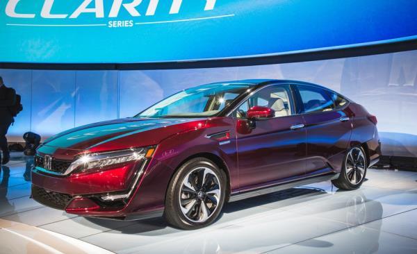 ประเทศญี่ปุ่น เปิดตัวอย่างเป็นทางการ กับ Honda Clarity PHEV 2018  ยนตรกรรมไฮบริดพลังงานไฟฟ้า