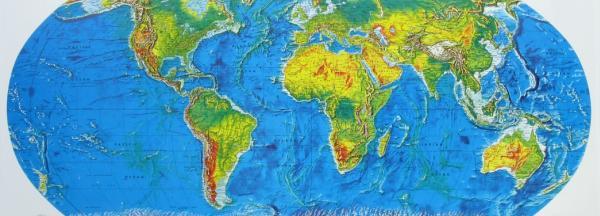 แผนที่ทางกายภาพของโลกที่เห็นแต่ภายนอก สีเขียวคือต้นไม้ สีเหลืองคือทะเลทราย สีน้ำเงินคือแหล่งน้ำ