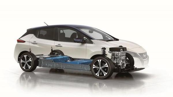 แบตเตอรี่ของ Note e-Power ขนาดเล็กกว่า Nissan LEAF มาก ส่งผลในเรื่องน้ำหนักตัวรถของ Note จึงเบากว่า LEAF