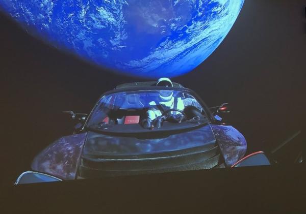 Tesla Roadster รถยนต์ไฟฟ้าที่ได้ท่องอวกาศ
