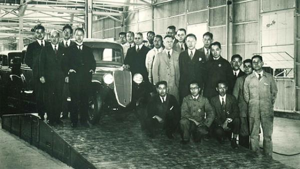 Salon รถยนต์เเห่งเเรกของ Datsun ที่ Yokohama
