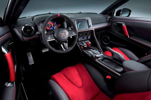 ภายในของ Nissan GT-R NISMO 2017