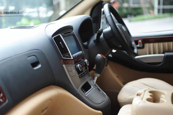 รูปโฉมทั้งภายนอกและภายในของรถ Van หรู   Hyundai H1 2018