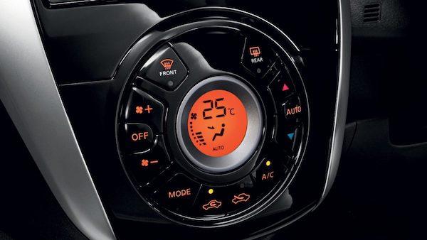 Nissan Almera ภายในดูดีด้วยวัสดุที่นำมาตกแต่ง แม้ดีไซน์จะถูกใช้มานานแล้วพอสมควร