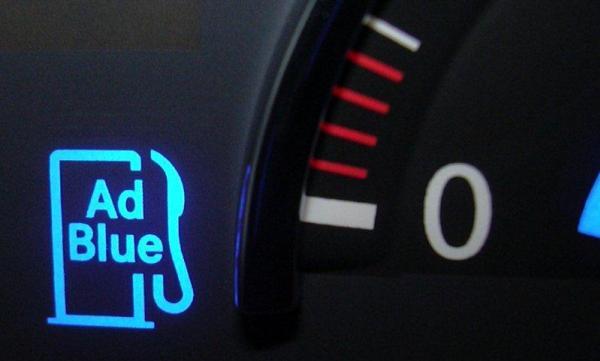 เมื่อระดับน้ำยา AdBlue ใกล้หมดจะมีอินดิเคเตอร์บอกที่หน้าจอมิเตอร์ของรถยนต์ด้วย