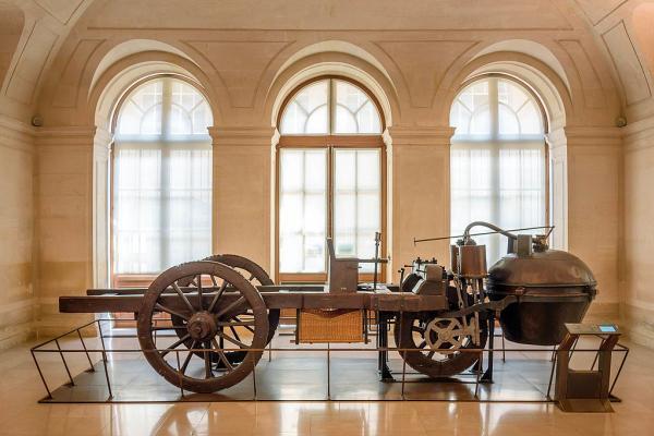 รถไอน้ำที่พัฒนาจากปี1769และเก็บไว้ในพิพิธภัณฑ์ที่ฝรั่งเศสในปัจจุบัน