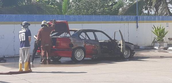 ไฟไหม้เก๋ง BMW ติดก๊าซ LPG ในปั๊มน้ำมัน