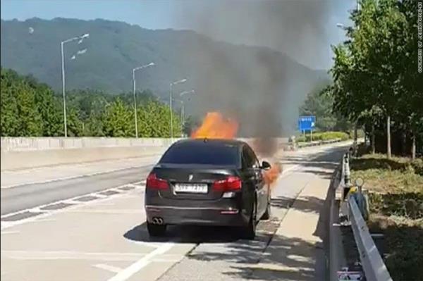 สภาพรถยนต์ BMW 520D ไฟไหม้ที่ เกาหลีใต้ปีนี้