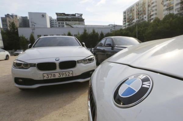 ทางการเกาหลีใต้สั่งห้ามรถยนต์ BMW บางรุ่นที่ใช้เครื่องยนต์ดีเซล ราว 2 หมื่นคันแล่นบนถนน หลังพบเครื่องยนต์เกิดไฟไหม้เกือบ 40 คัน