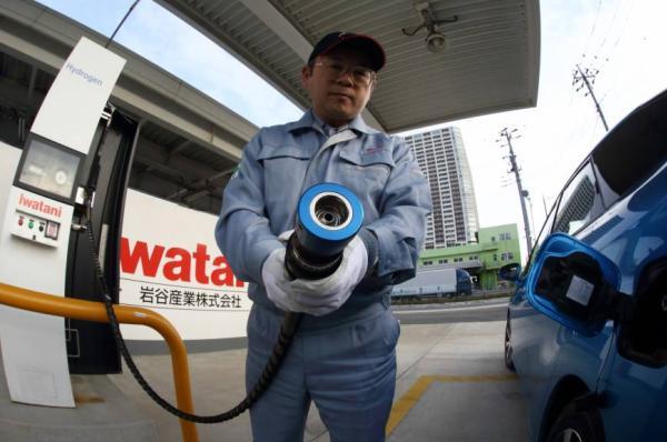 หัวจ่ายของสายเติมไฮโดรเจนสู่รถยนต์   Fuel Cell