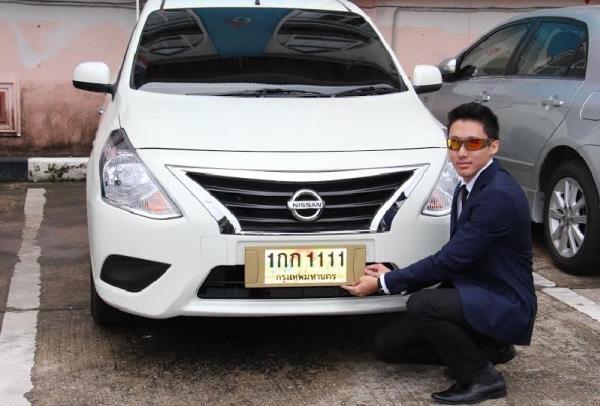 หนุ่มอายุ 19 ปีประมูลทะเบียนรถมูลค่า 25ล้าน