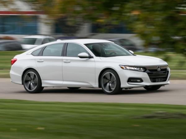 ภายนอก  Honda Accord ที่ดูหรูและโฉบเฉี่ยว