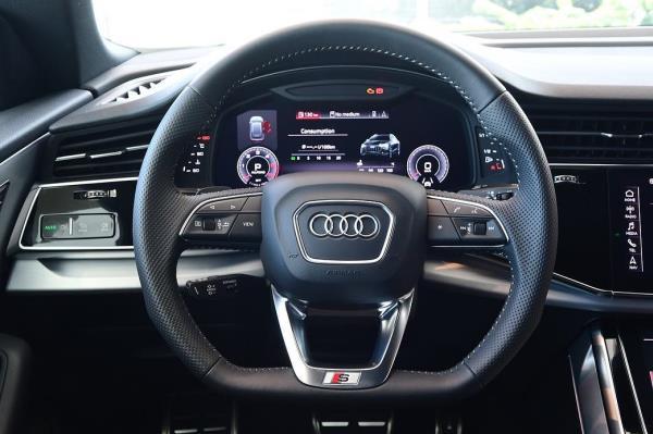 ห้องโดยสาร Audi Q8