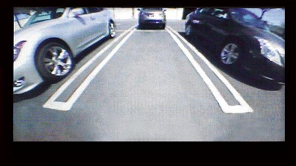กล้องมองหลังที่ติดมาให้ในทุกรุ่นย่อยของ Nissan Navara 2018
