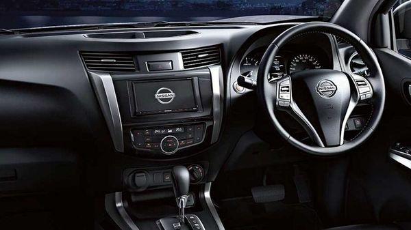 ระบบมัลติมีเดียที่ครบครันพร้อมหน้าจอสัมผัสและสวิทช์ควบคุมที่พวงมาลัยใน Nissan Navara 2018