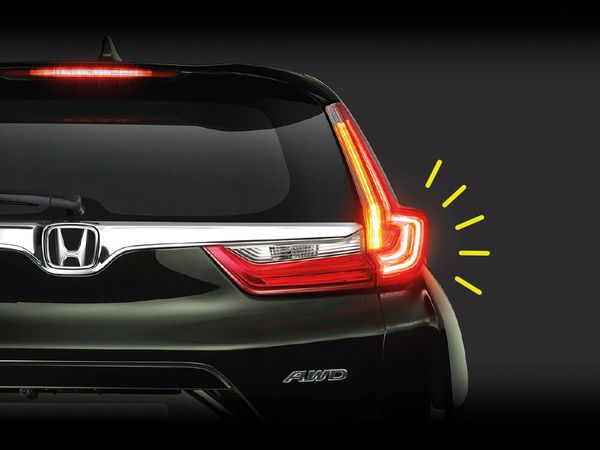 Emergency Stop Signal ใน  Honda CR-V 2018 ทุกรุ่นย่อย