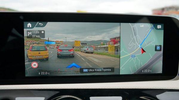 มีกล้องด้านหน้าให้เห็นภาพจริงบนท้องถนน
