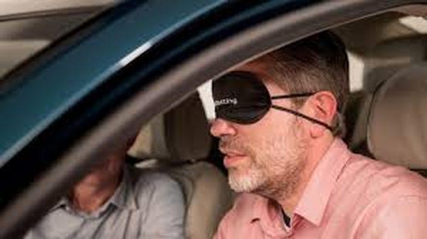 ปิดตาขับรถถือเป็นเรื่องผิดกฎหมายใน Alabama
