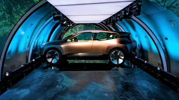 ตลอดทั้งคันได้แรงบันดาลใจมาจากรถซีรีส์ก่อนๆ ของ BMW