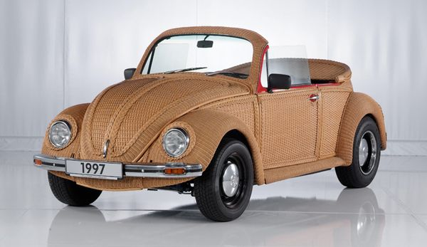 รถยนต์ Basket Beetle ที่เป็นลายจักสานที่ตัวถึงและภายในบางส่วน