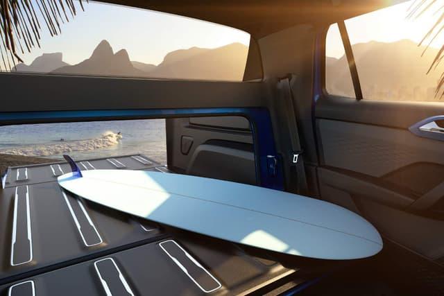ตัวกระบะหลังดูคับแคบ แต่ก็สามารถขยายเพิ่มเติมด้วยการพับเบาะแถวหลังในห้องโดยสารแบบรถ SUV