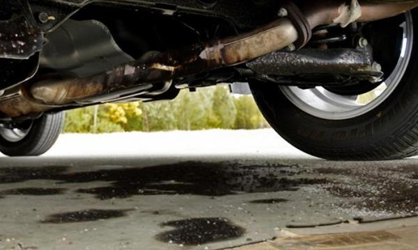 กรณีมีน้ำมันรั่วไหลหรือได้กลิ่นก๊าซเชื้อเพลิง ให้รีบดับเครื่องยนต์และออกจากรถ