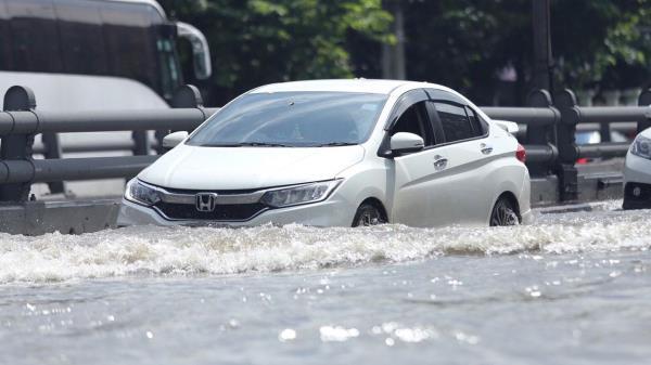 น้ำท่วม เป็นภัยธรรมชาติที่ทำร้ายรถ อย่างมาก เพราะทำให้เครื่องยนต์พังง่าย