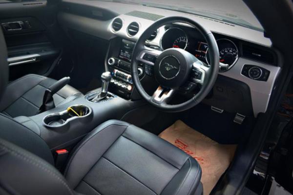 รูปลักษณ์ภายในของ Ford Mustang