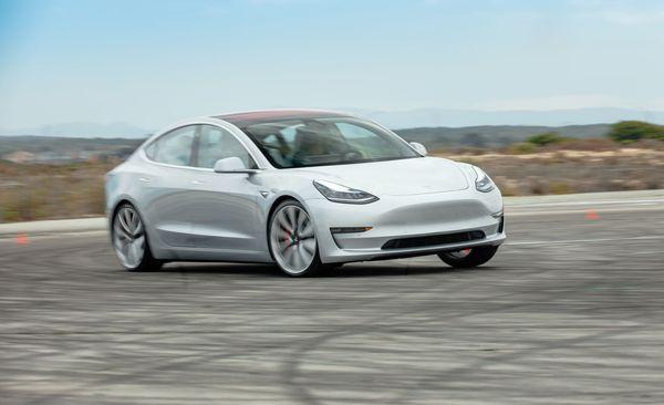รถยนต์ไฟฟ้า Tesla Model3
