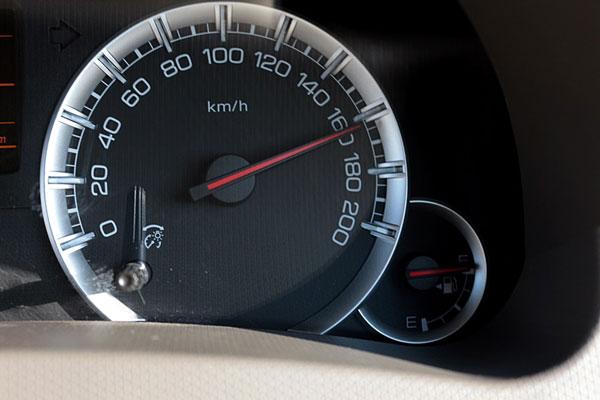 ขับรถเร็วเกินกว่ากฎหมายกำหนด