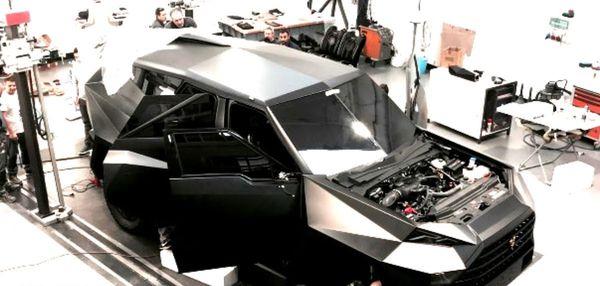 เครื่องยนต์ V10 ขนาด6.8ลิตรที่ทำความเร็วได้ถึง140กิโลเมตรต่อชั่วโมง