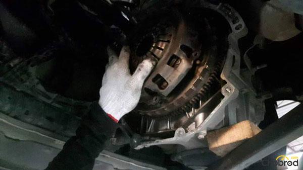 """ศูนย์บริการสำหรับรถยนต์นิสสันทุกรุ่น """" JT. Nissan Servie"""" บริการครบเครื่อง เรื่องของรถยนต์"""