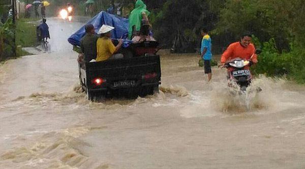 รถออฟโรดสามารถเข้าถึงพื้นที่น้ำท่วมที่มักเกิดขึ้นในประเทศไทยได้ง่ายขึ้น
