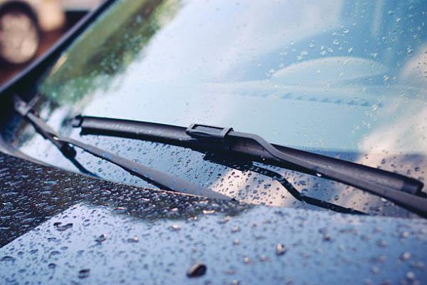 ใบปัดน้ำฝน อะไหล่ชิ้นเล็กที่หลายคนมองข้าม หากพบเสื่อมสภาพต้องรีบเปลี่ยน!